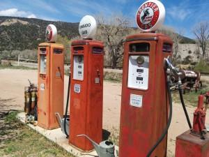filling-station-408075_960_720